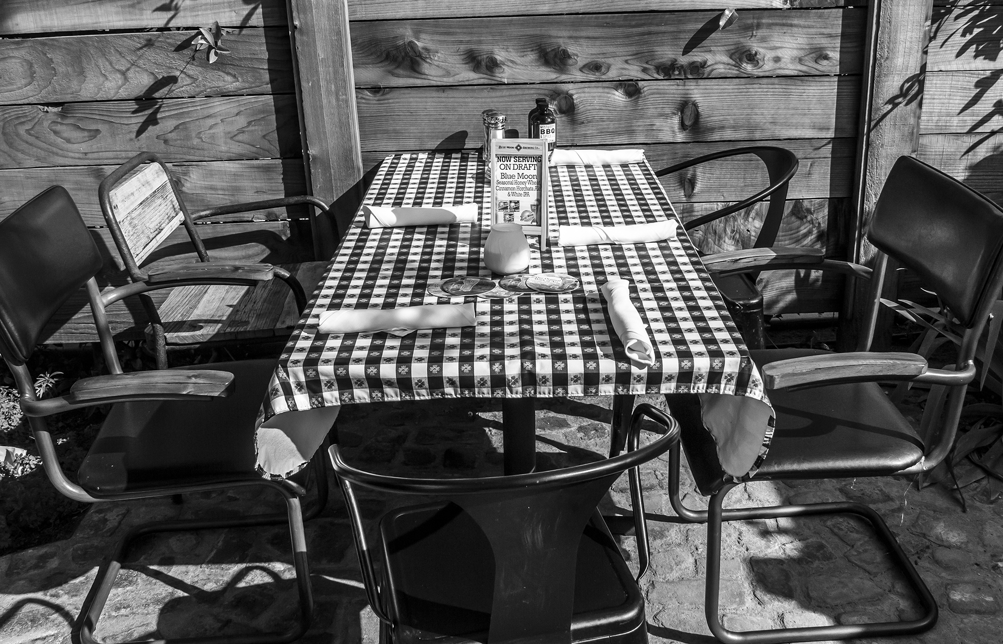 blue-moon-bw-table
